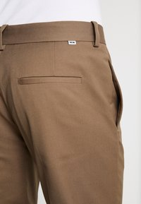 Wood Wood - TRISTAN TROUSERS - Trousers - taupe - 5