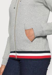 Tommy Hilfiger - HERITAGE ZIP THROUGH HOODIE - veste en sweat zippée - light grey - 4