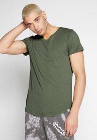 Lee - SHAPED TEE - T-shirt imprimé - utility green - 0
