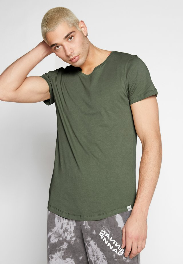 SHAPED TEE - T-shirt basique - utility green