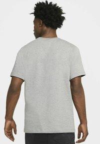Jordan - JUMPMAN BOX CREW - T-shirt med print - carbon heather/black - 2