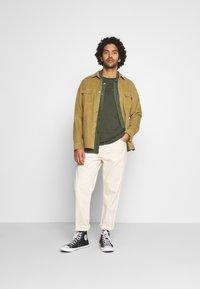 Calvin Klein Jeans - ACID WASH TEE - T-shirt basic - deep depths - 1