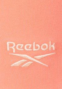 Reebok - BIKE SHORT - Leggings - twisted coral - 2