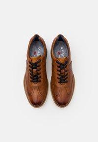 Bugatti - SANDMAN - Sznurowane obuwie sportowe - cognac - 3
