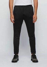 BOSS - Pantalon de survêtement - black - 0