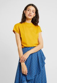 KIOMI TALL - Basic T-shirt - golden yellow - 0
