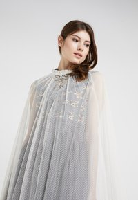 Needle & Thread - EMBELLISHED BOW MAXI CAPE - Poncho - champagne - 3