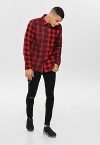 Only & Sons - ONSOZEAN MIXED CHECKED REGULAR SHIRT - Shirt - light red - 1