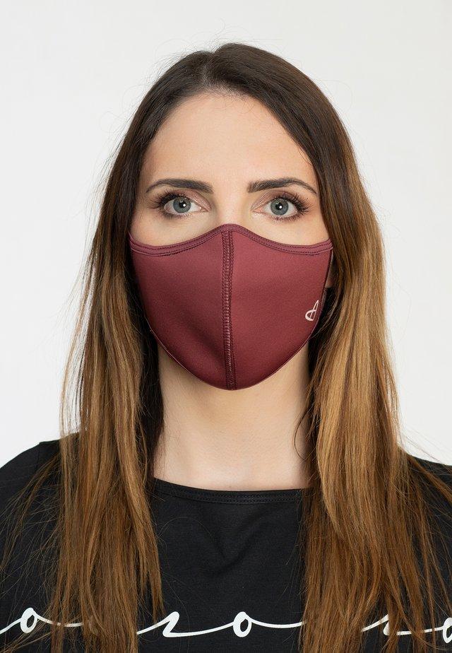 Community mask - red wine