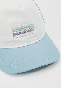 Patagonia - LABEL LAYBACK TRUCKER HAT - Cap - white/big sky blue - 5