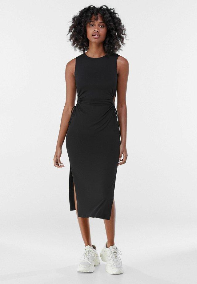 MIT CUT-OUTS AN DER SEITE - Žerzejové šaty - black