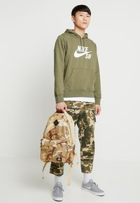 Nike SB - ICON CAMO - Ryggsäck - desert - 1