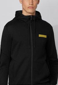 BOSS - SAGGY BATCH Z - Zip-up sweatshirt - black - 3