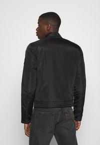 Calvin Klein Jeans - PADDED MOTO JACKET - Kurtka przejściowa - black - 2