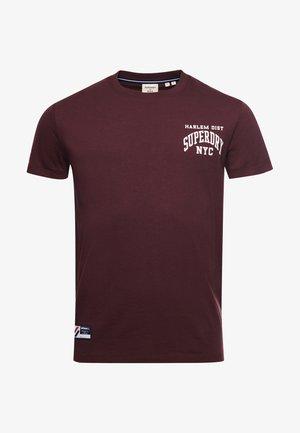 VARSITY ARCH  - Print T-shirt - rich deep burgundy