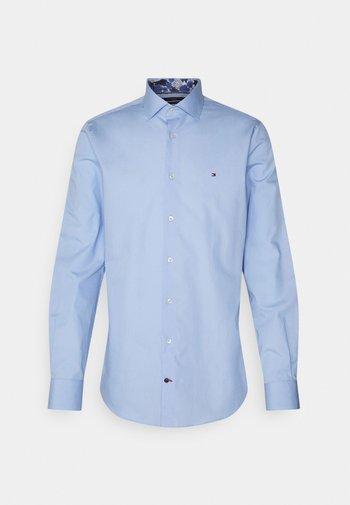 SOLID SLIM SHIRT - Camicia elegante - light blue