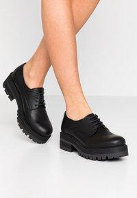 NAE Vegan Shoes - ALWIN - Šněrovací boty - black - 0