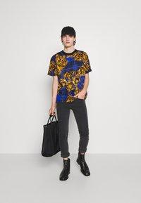 Versace Jeans Couture - MEDIUM WASH - Straight leg jeans - black - 5