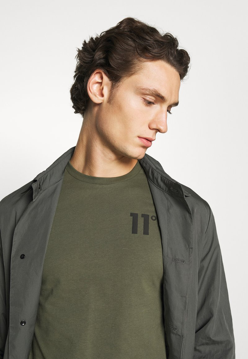 11 DEGREES CORE - Langarmshirt - khaki/grün kxpLxd
