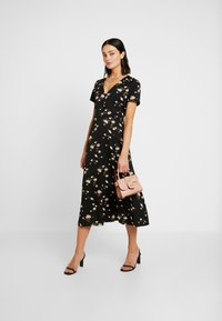 Missguided - BUTTON THROUGH SKATER DRESS MIDI FLORAL - Skjortekjole - black - 1