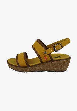 Sandalen met sleehak - mostaza