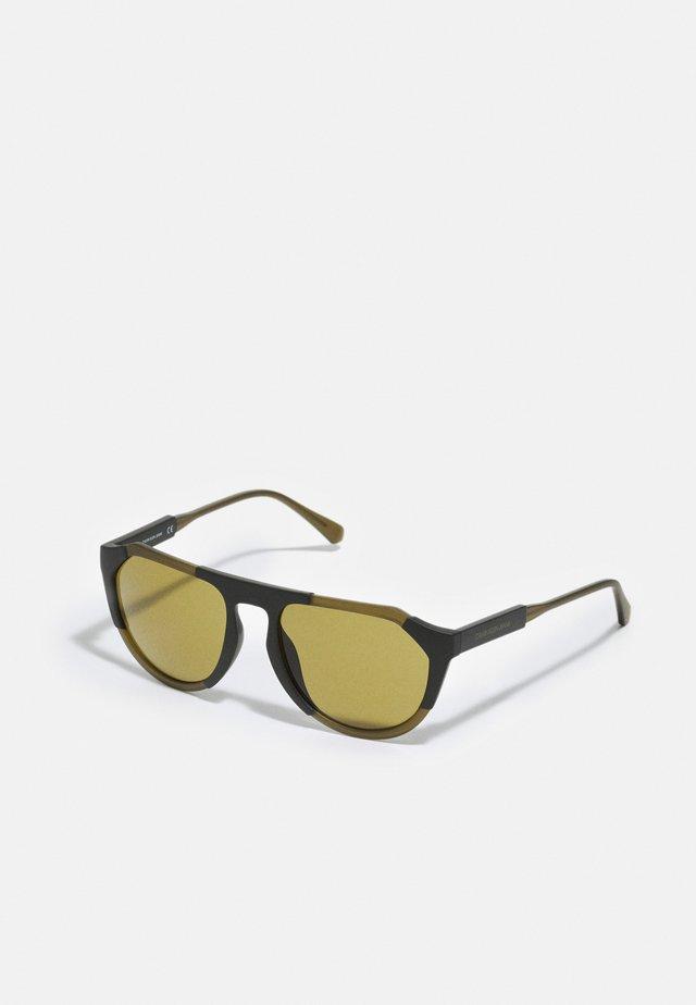 UNISEX - Sluneční brýle - matte crystal olive