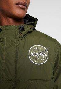 Alpha Industries - NASA ANORAKFUNKTION - Cortaviento - dark green - 8