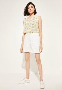 comma casual identity - Denim shorts - white - 1