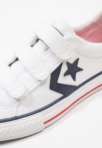 Converse - STAR PLAYER TRIPLE  - Sneakersy niskie - white/navy/red - 2