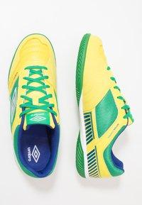 Umbro - SALA II PRO - Halové fotbalové kopačky - golden kiwi/white/fern green/deep surf - 1