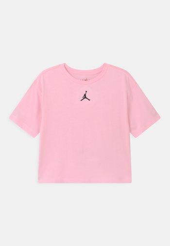 ESSENTIALSTEE - T-shirt z nadrukiem - pink foam