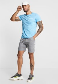 Calvin Klein Jeans - SMALL INSTIT LOGO CHEST TEE - T-shirt basic - blue - 1