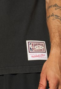 Mitchell & Ness - NBA CHICAGO BULLS FAN BANNER - Equipación de clubes - black - 5