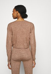 Cotton On - MATERNITY FRIENDLY CROP MATCH BACK CARDI - Cardigan - cocoa bean marle - 2