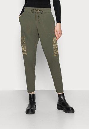 DANA TRACK PANTS - Cargo trousers - grape leaf