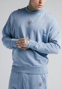 SIKSILK - CREW  - Mikina - washed blue - 4