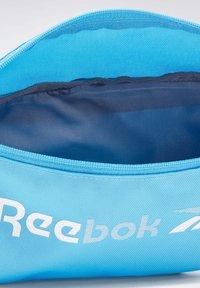 Reebok - ESSENTIALS TRAINING - Saszetka nerka - turquoise - 2