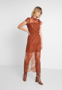 DESIGNERS REMIX - MELISSA DRESS - Cocktail dress / Party dress - mahogany - 1