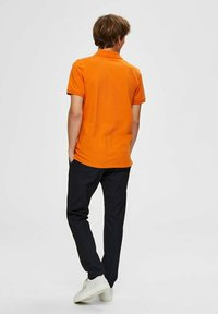 Selected Homme - SLHARO EMBROIDERY - Polo shirt - russet orange - 2