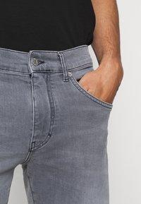 J.LINDEBERG - JAY MIST WASH JEANS - Slim fit jeans - granite - 3