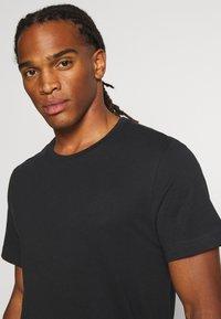 Weekday - T-shirt - bas - black - 5