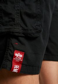 Alpha Industries - CREW PATCH  - Shorts - black - 6