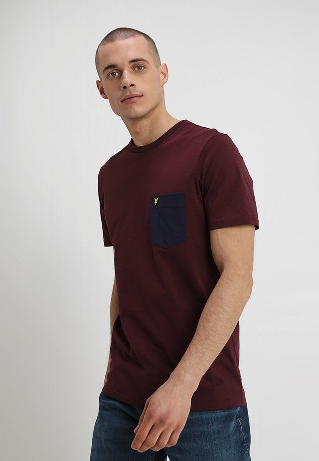 CONTRAST POCKET - T-shirt med print - burgundy/navy