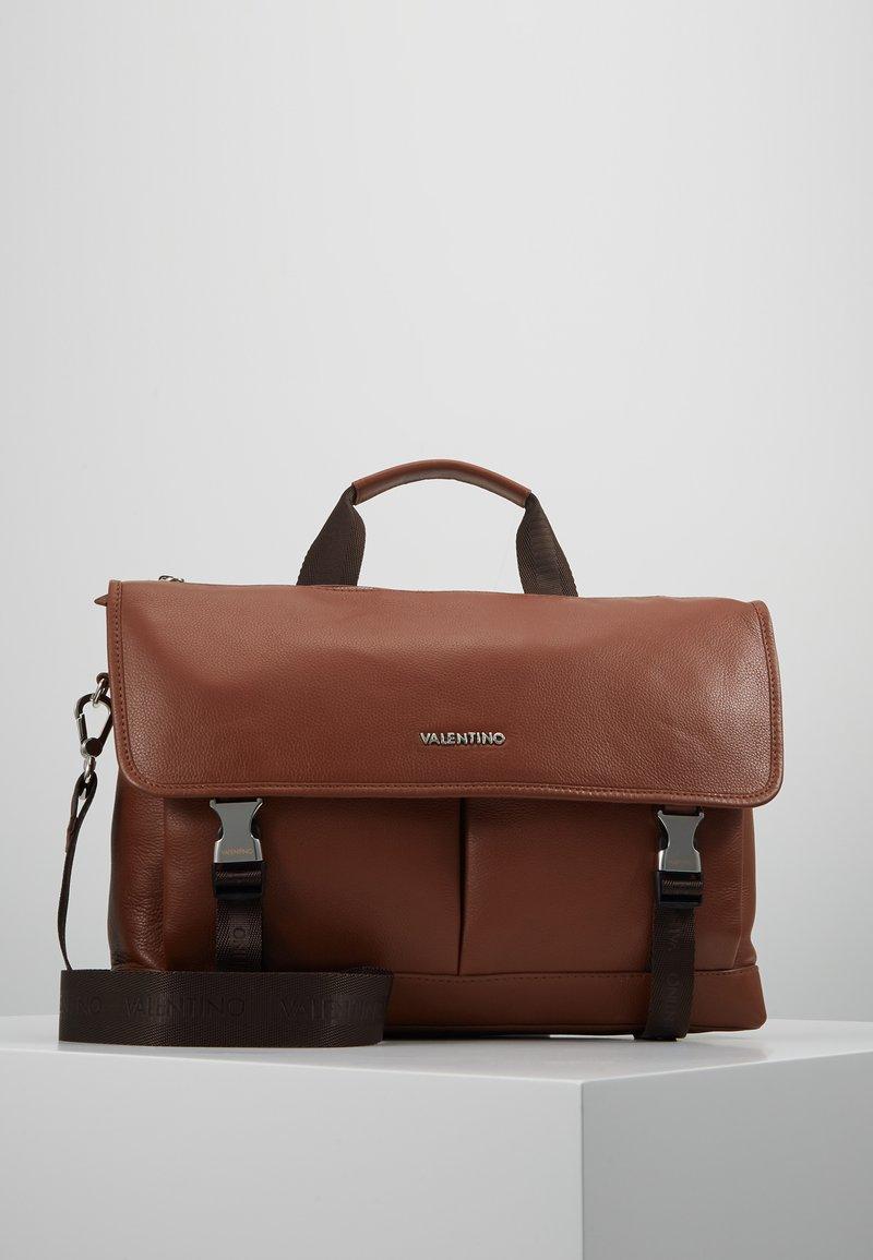 Valentino by Mario Valentino - WOLF SATCHEL - Briefcase - cognac
