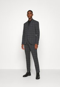 Isaac Dewhirst - BOLD CHECK 3PCS SUIT - Completo - dark blue - 0