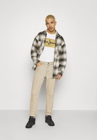Pepe Jeans - CHARING - Print T-shirt - off white - 1