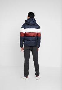 Lyle & Scott - COLOUR BLOCK JACKET - Winter jacket - dark navy/ brick red - 2