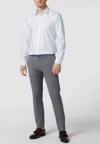 OLYMP Level Five - SLIM FIT BUSINESS AUS TWILL - Formal shirt - weiß - 1