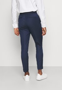 Isaac Dewhirst - THE RELAXED SUIT  - Puku - dark blue - 5