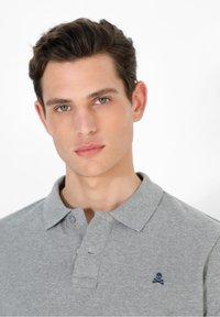 Scalpers - Polo shirt - grey melange - 3
